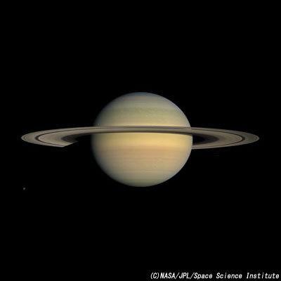 巨大な環を持つ土星.jpg